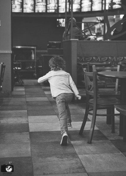 boy-running-in-resteraunt