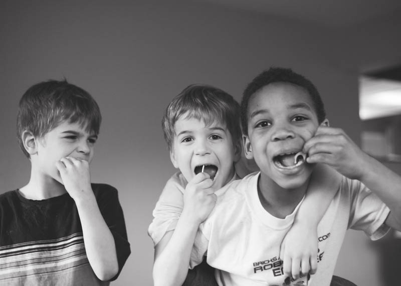Brushing Kids Teeth: Good Dental Hygiene in a Large Family