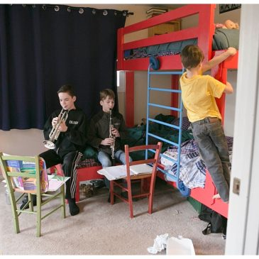 Triple Bunk Beds for Large Families {DIY}